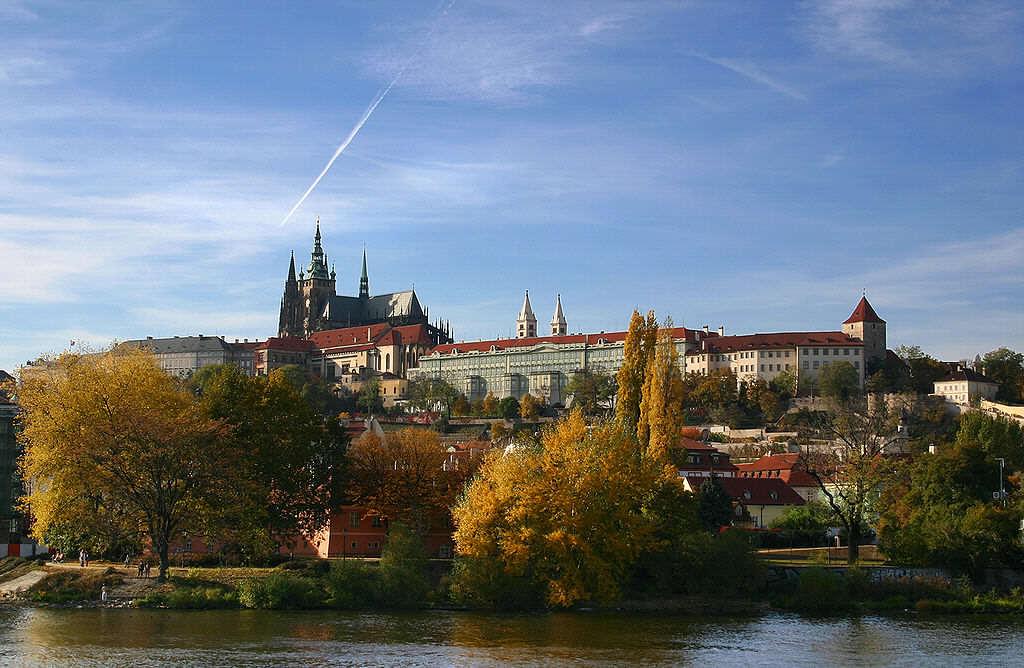 1024px-Hradschin_Prag